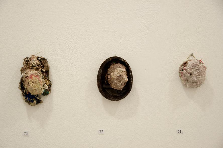 3 Ölgötzen, 2009, Verschiedene Materialien, ca. 9x6x4 cm